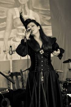 Juliana Areias Nocturnus Steampunk singing 8 Frida Khalo 2013
