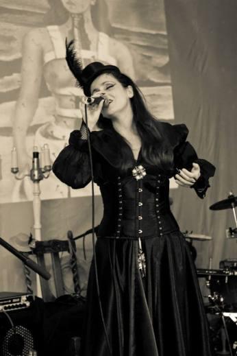 Juliana Areias Nocturnus Steampunk singing 8 Frida Khalo 2013