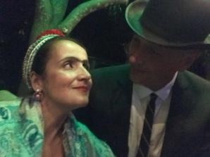 Frida Khalo e Rene Magritte Surreal Dali Juliana Areias e Geoffrey Drake-Brockman Burlesque glance
