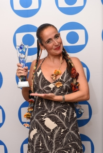 Juliana Areias Focus Brasil award by Ronira straight Globo International Miami USA Juliana Areias Bossa Nova Baby